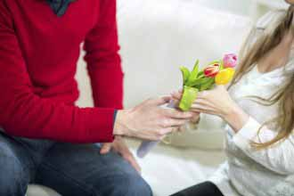 Flowers as a smart dating gift