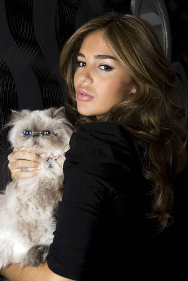 a beuatiful young lady with a fluffy cat