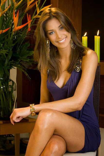 a beautiful smiling Venezuela girl