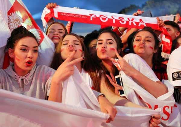 Polish girls at Euro 2016