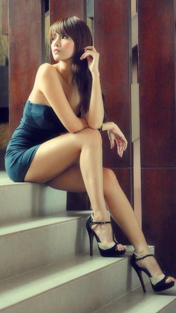 A drop-dead Asian girl in a sexy dark blue dress