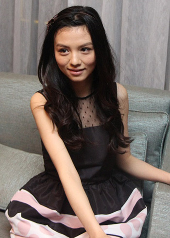 a stunning young Chinese girl