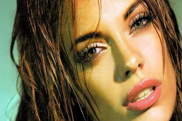 beautiful Colombian woman