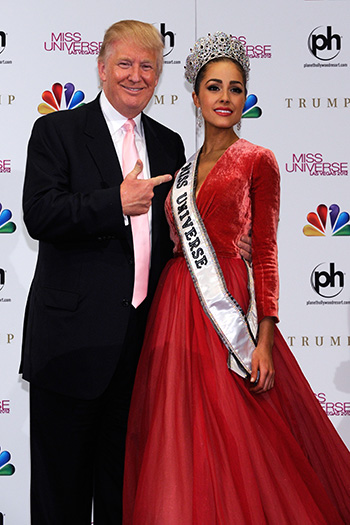 LAS VEGAS, NV - DECEMBER 19:  Donald Trump (L) poses with Miss USA 2012