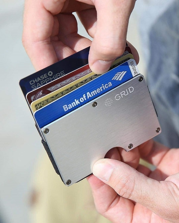 wallet to pay men