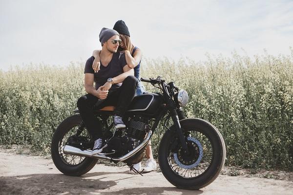bike romantic men