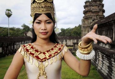 how to get Cambodian women